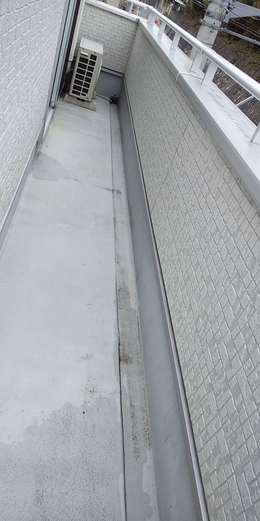 梅雨前の効果的なバルコニ-清掃方法は!!