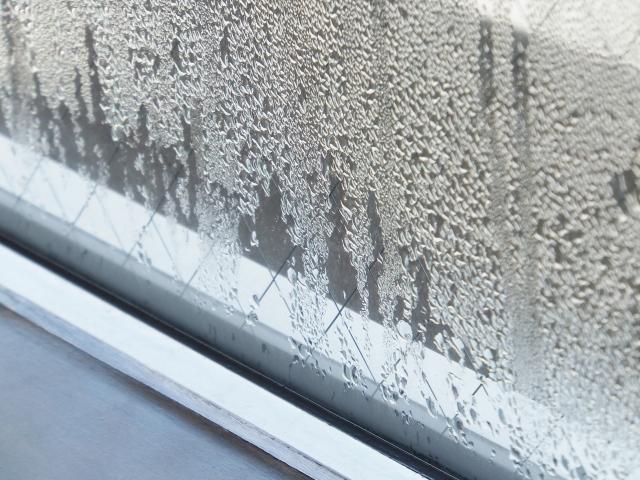「窓の結露、防ぐには…」