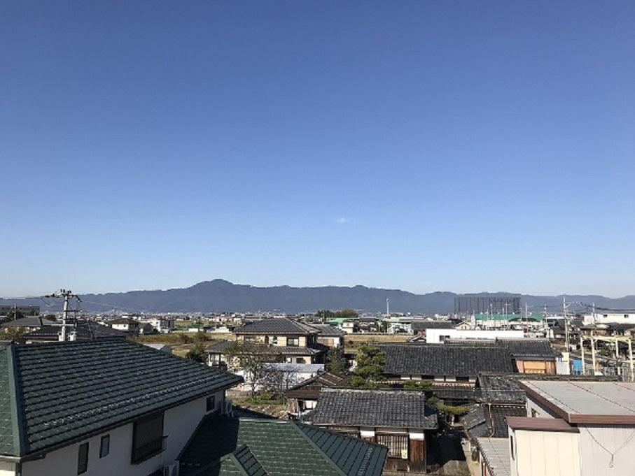 屋根の上の景色